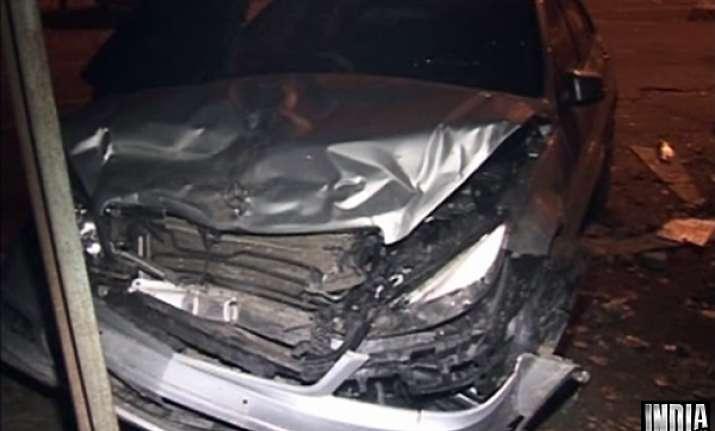 merc rams into maruti sx4 in delhi police allow driver to