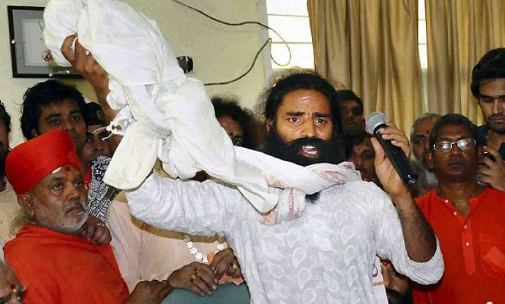 nothing wrong in using women s attire to flee says ramdev
