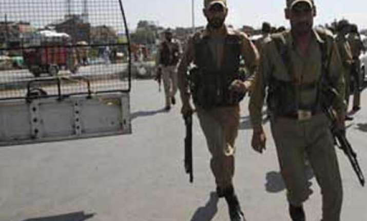 militant arrested with wife and children in kashmir