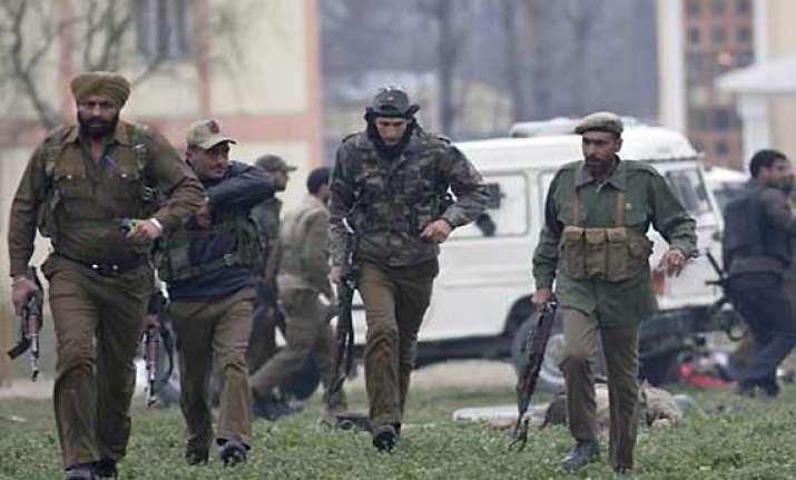 militants kill two policemen in srinagar