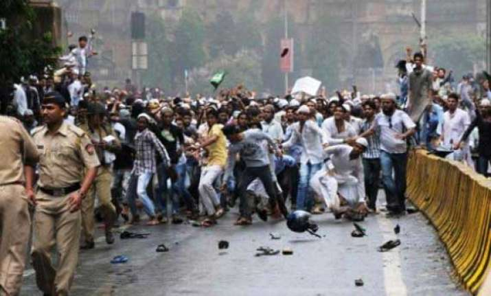 mob attacks police personel in thane over power cuts issue