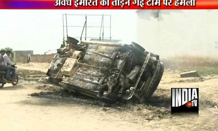 mob torches cars tractor as gurgaon municipal staff start