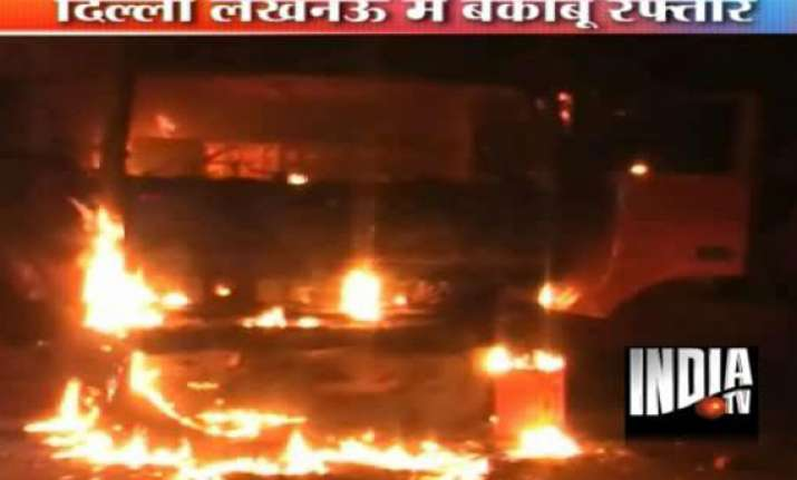 mob sets fire to truck after it kills three in lucknow