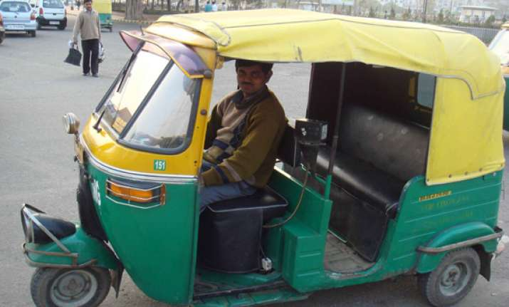 mobile app to track errant auto rickshaw taxi drivers in