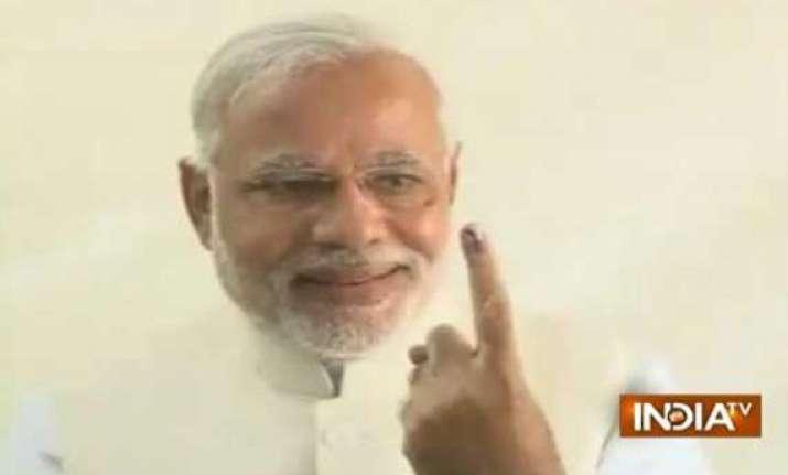 narendra modi votes clicks selfie attacks congress
