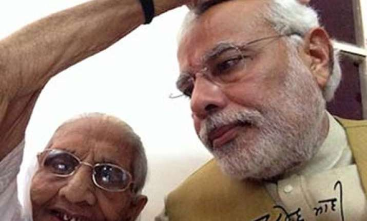 modi clicks selfie with mother posts on twitter