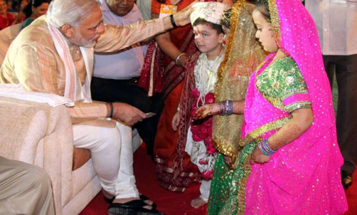 modi inaugurates garba festival in gujarat