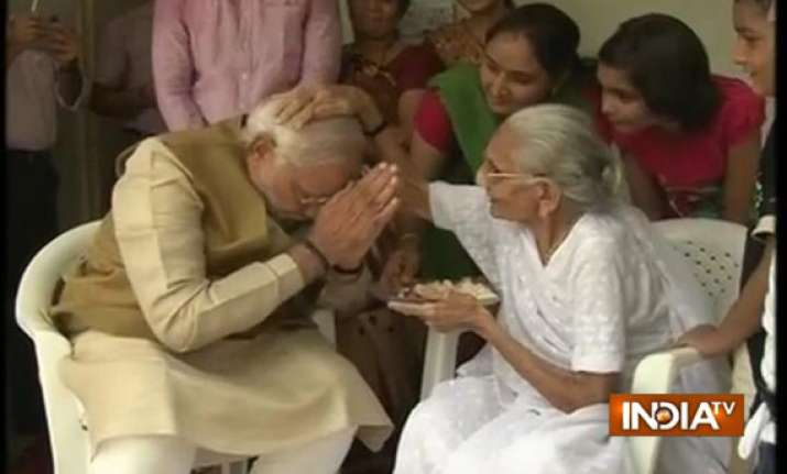 modi takes mother s blessings before taking up pm s post