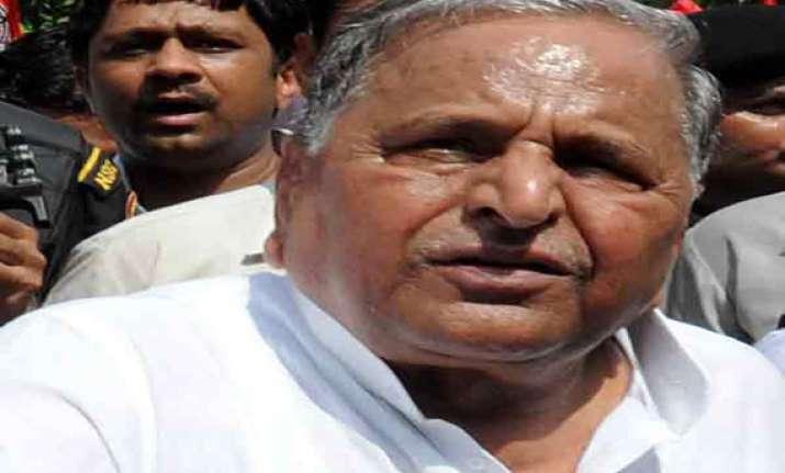 mulayam files nomination from mainpuri