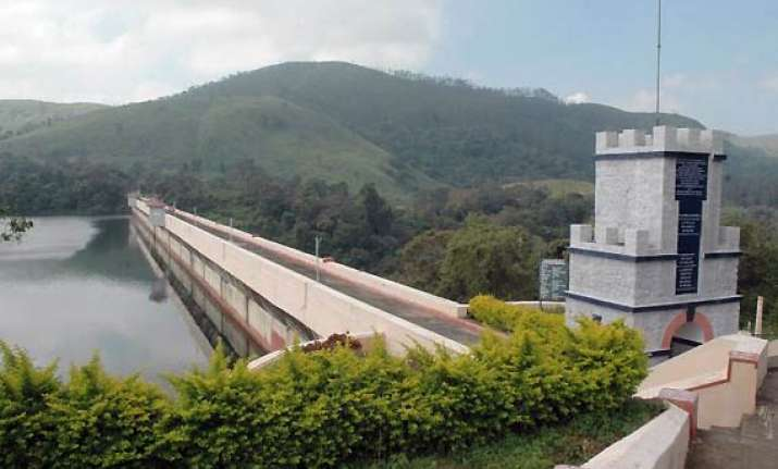 mullaperiyar row centre invites tn kerala for talks