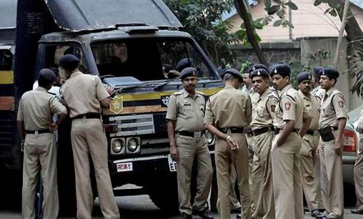 mumbai police arrests man who assaulted american woman in