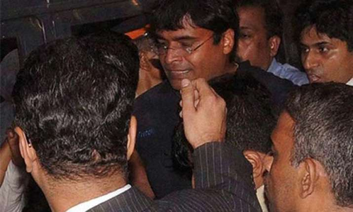mumbai police conducts searches at gurunath s residence