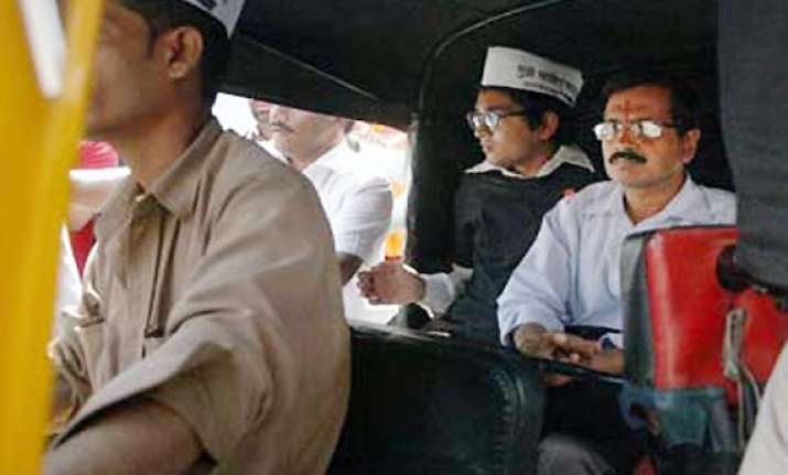 mumbai auto driver who drove arvind kejriwal fined by police