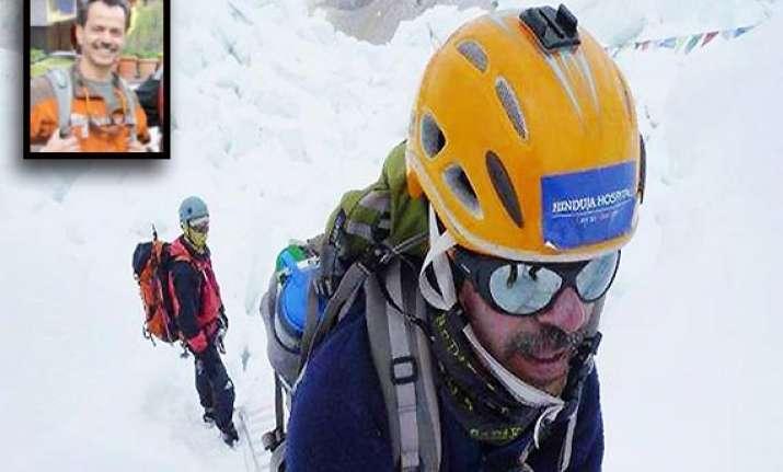 mumbai doctor murad lala climbs mt everest summit