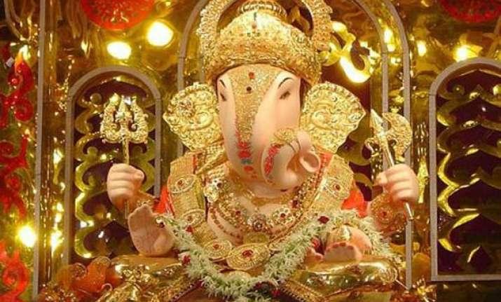 mumbai police bans ganesha idols of more than 9 feet