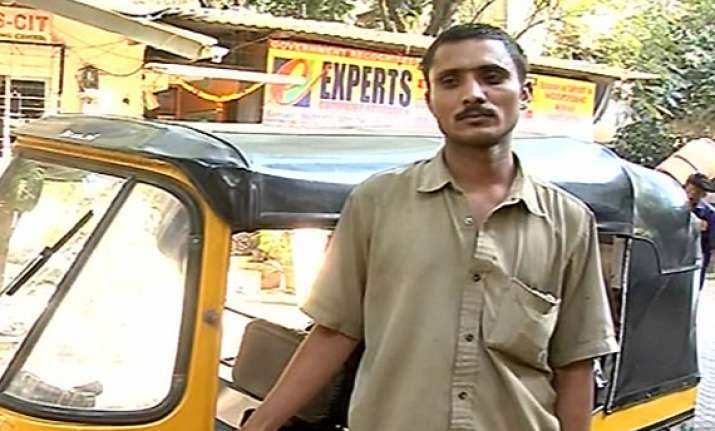 mumbai auto driver saves a marriage returns rs 3.5 lakh
