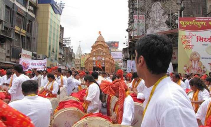 mumbai mandal enforces dress code for ganeshotsav