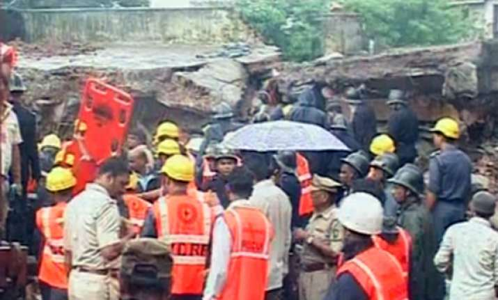 mumbra building collapse death toll climbs up to 10 14