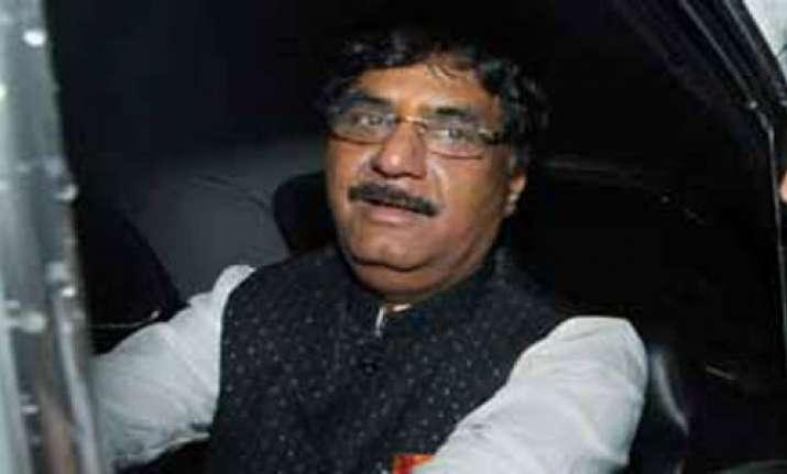 munde won t leave bjp says oppn leader