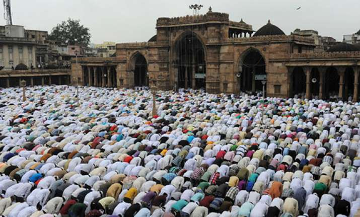 muslims celebrate eid ul fitr across india