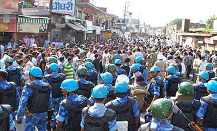 muzaffarnagar riots 300 booked for stalling police case in