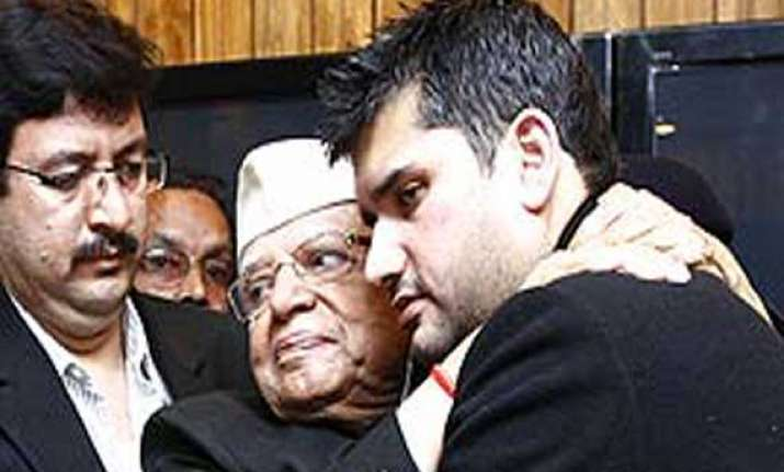n d tiwari does a road show with son rohit shekhar in