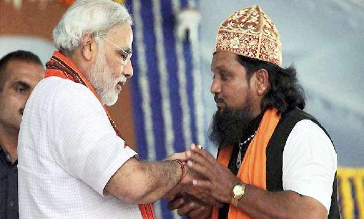narendra modi politely refuses to take kaffa from a muslim