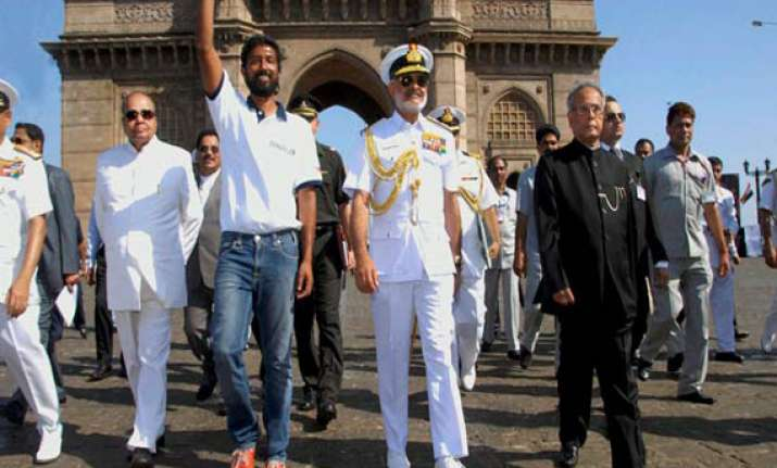 naval pilot abhilash tomy becomes first indian to sail