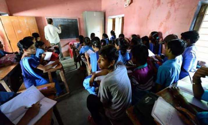 nearly 60 000 primary schools in bihar without headmasters