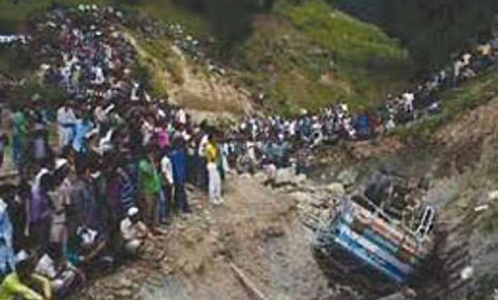 nine dead as taxi rolls down gorge in baramulla