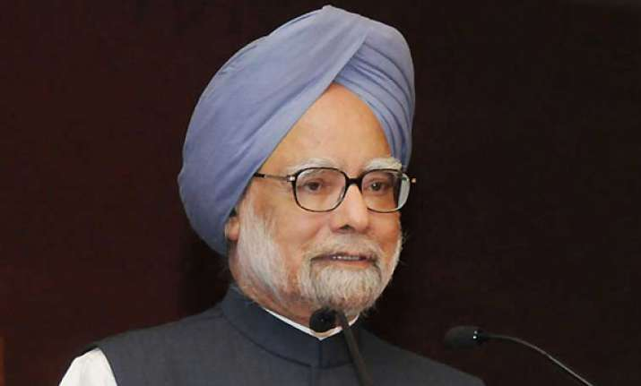 pm calls for relook at rti but says no dilution