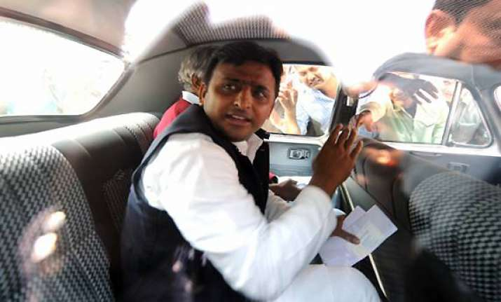 no moves afoot for formation of third front says akhilesh