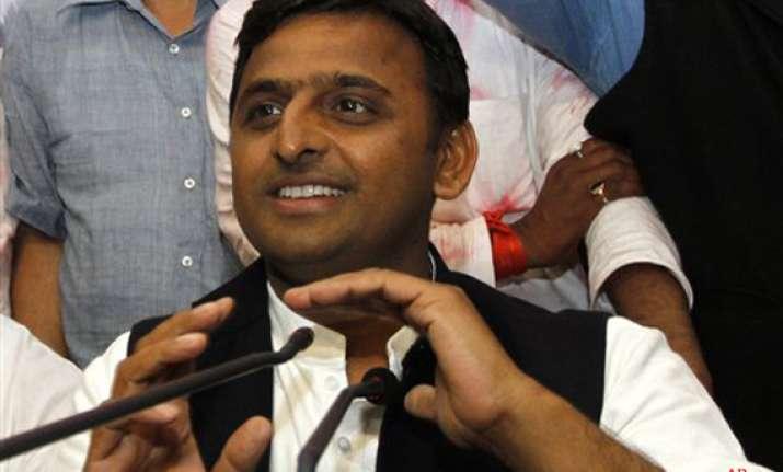 no plans to bring down upa govt says akhilesh