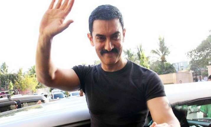 no politician should be there in lokpal panel aamir