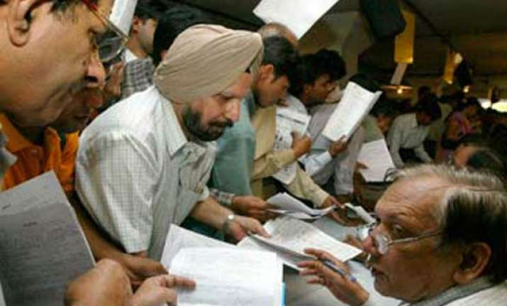 no returns filed by 300 political parties finds i t probe