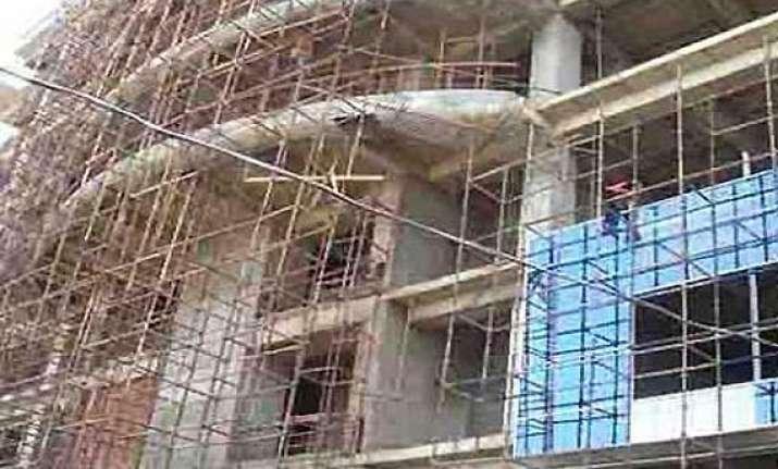noida builders blame authorities for crisis