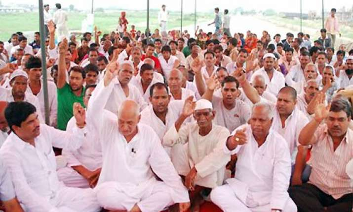 noida farmers suspend agitation for 3 months