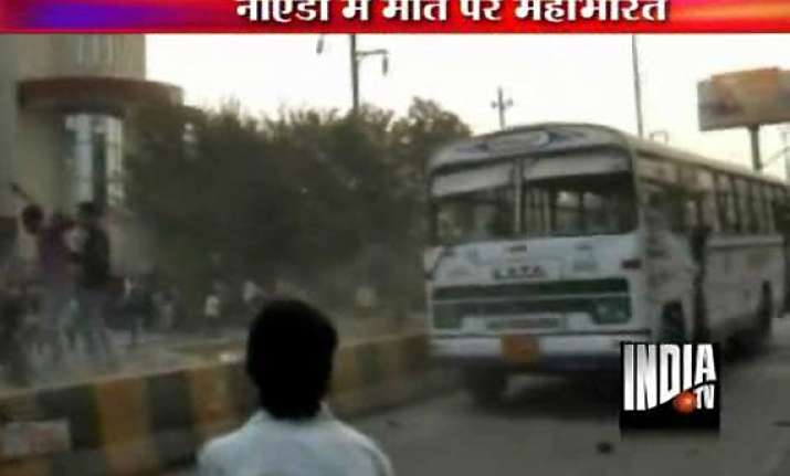 noida residents stone police after bus kills a teenager