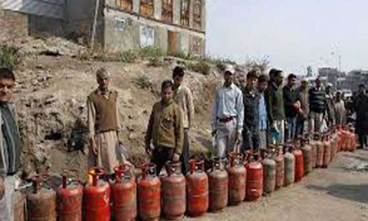 non subsidised cooking gas rate cut by over rs.23 a cylinder