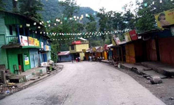 normal life disrupted in darjeeling due to bandh