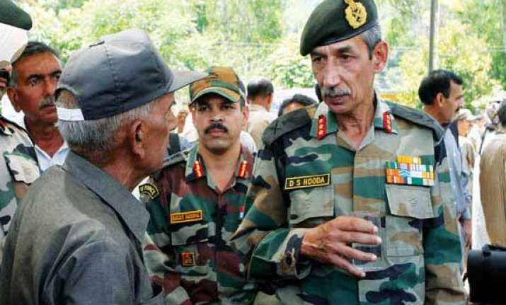 northern army commander visits forward posts on loc in