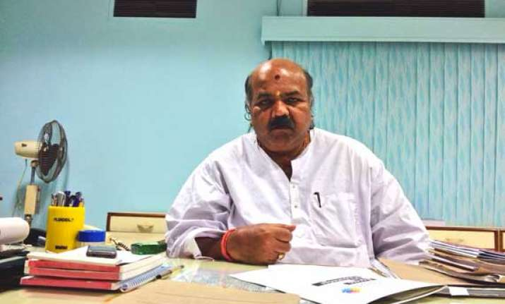 odisha law minister shot at injured