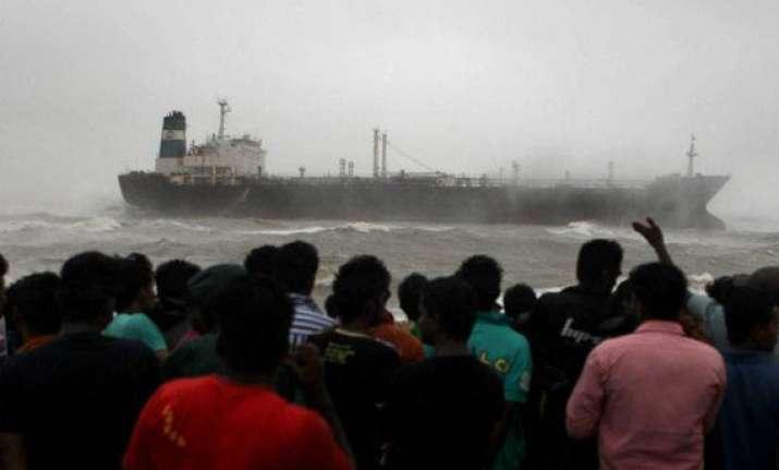 oil tanker runs aground off chennai 15 sailors rescued 6