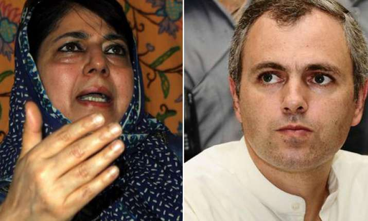 omar govt is a headless chicken says mehbooba mufti