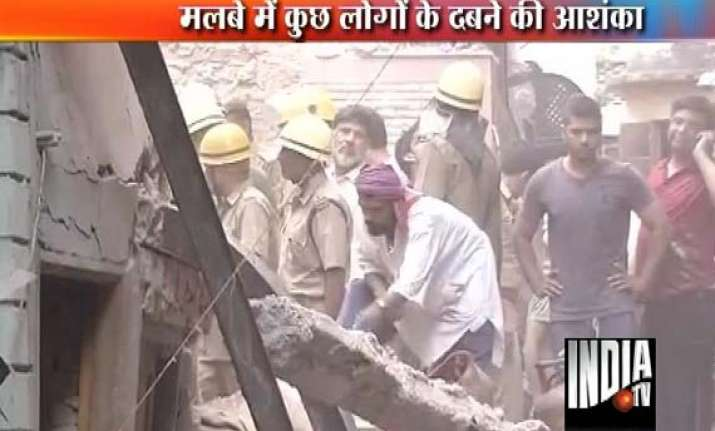 two dead as building collapses in bara hindu rao delhi