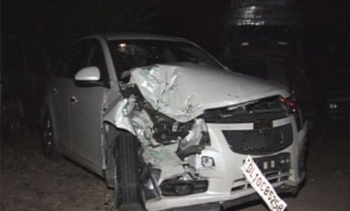one dead four injured in car tempo collision in delhi