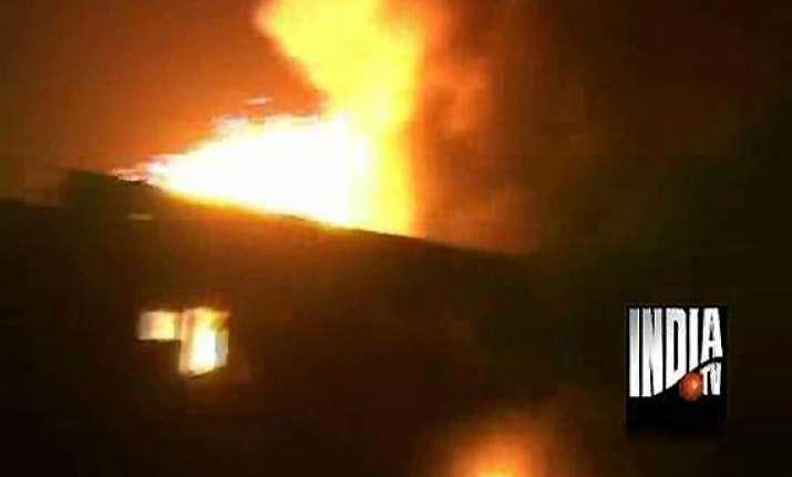 one dead in delhi factory fire