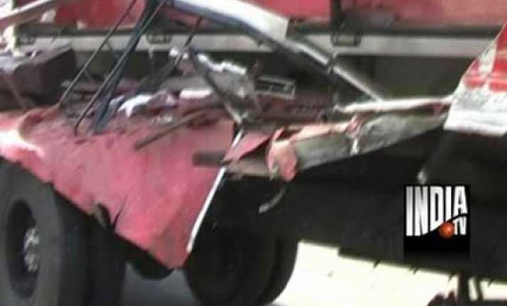 one dead 5 injured in collision on pune mumbai expressway