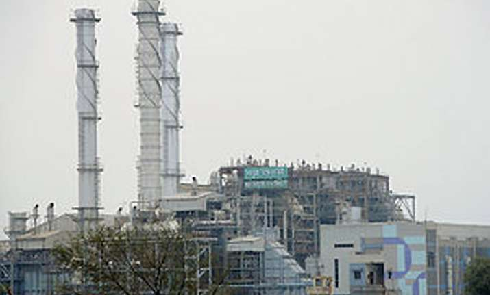 one killed 3 injured in gas leakage at mathura refinery