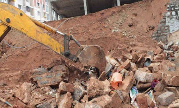 one worker dead 7 injured in wall collapse in vasai